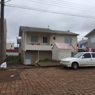 Casa de dois pisos para compra